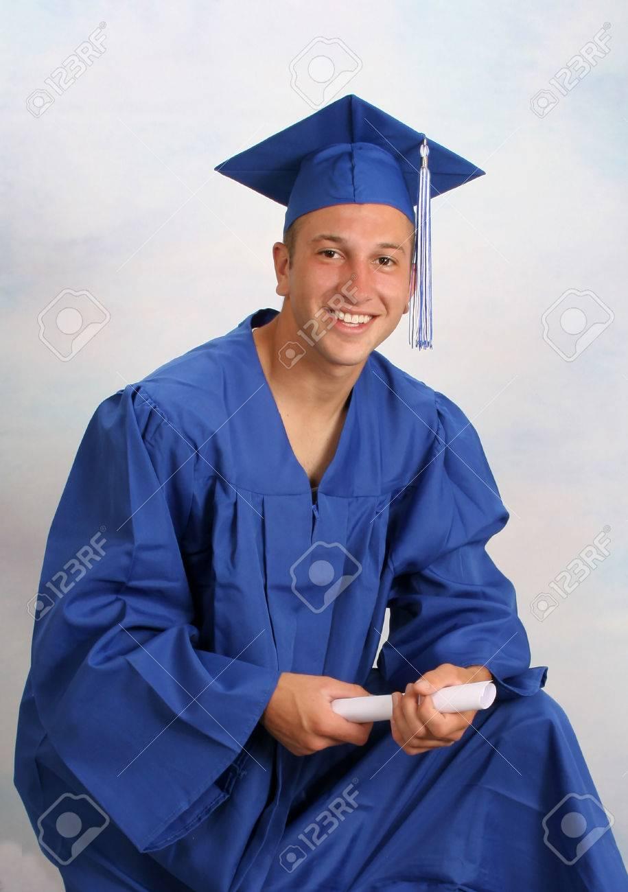 Молодой человек в кепке и платье с дипломом Фотография картинки  Молодой человек в кепке и платье с дипломом Фото со стока 25088656