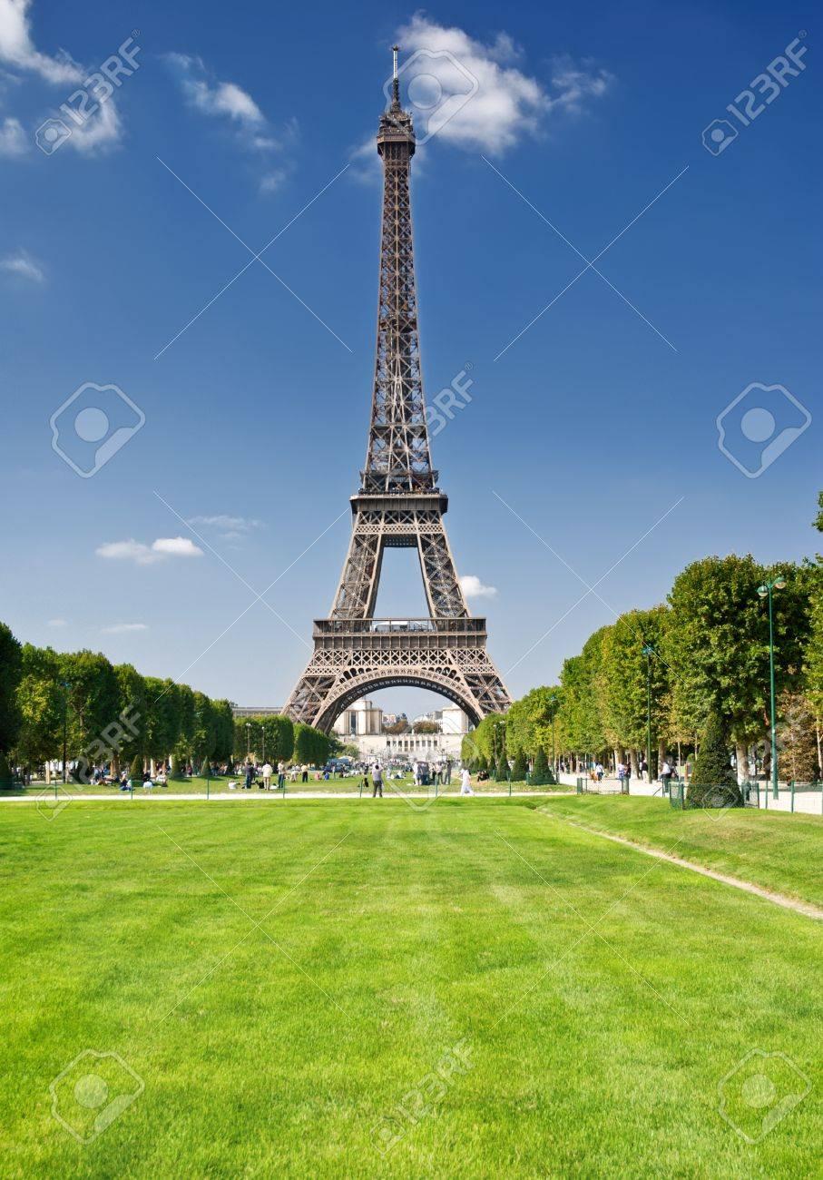 The Eiffel Tower, Paris Stock Photo - 13966289