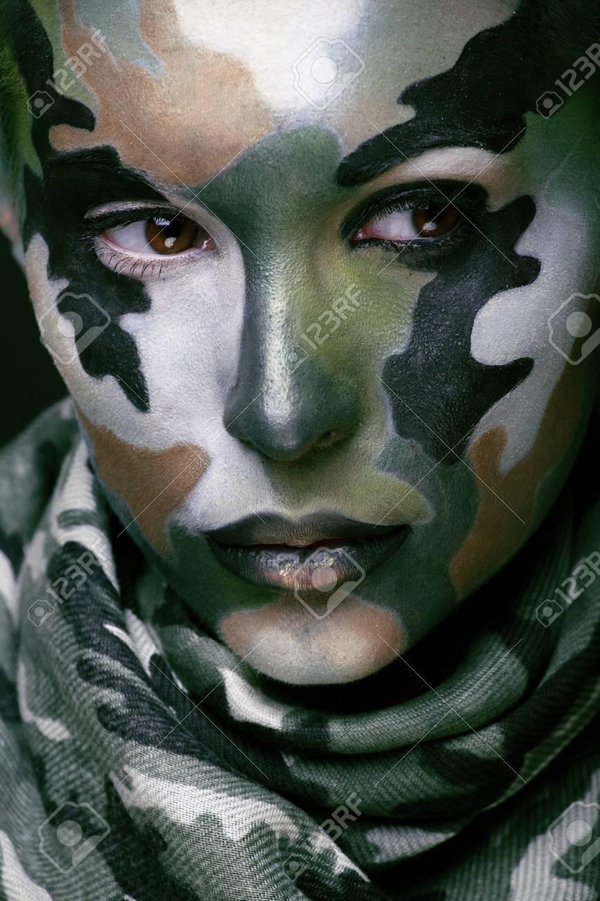 Schöne Junge Mode Frau Mit Militärischen Stil Kleidung Und Gesicht