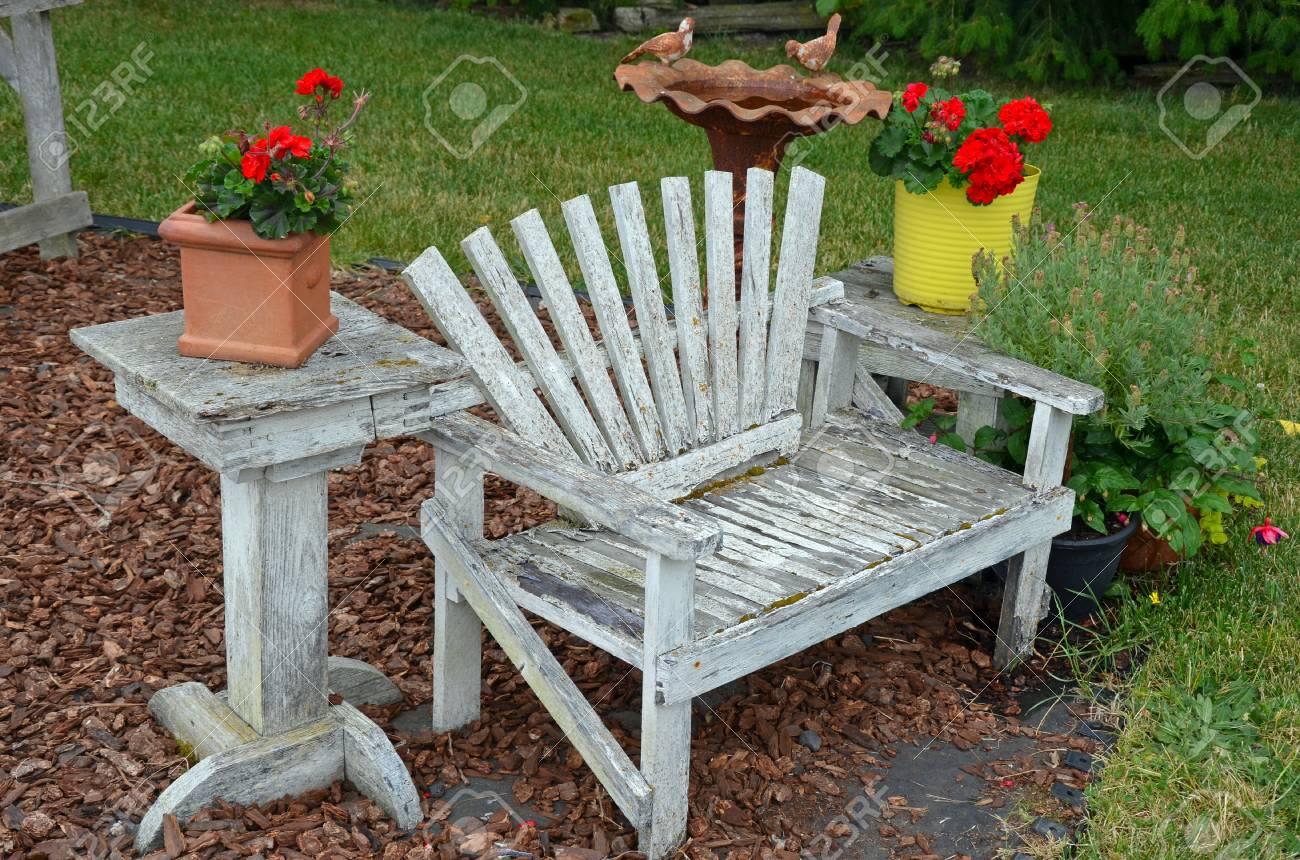 Ancien résisté bois banc de jardin
