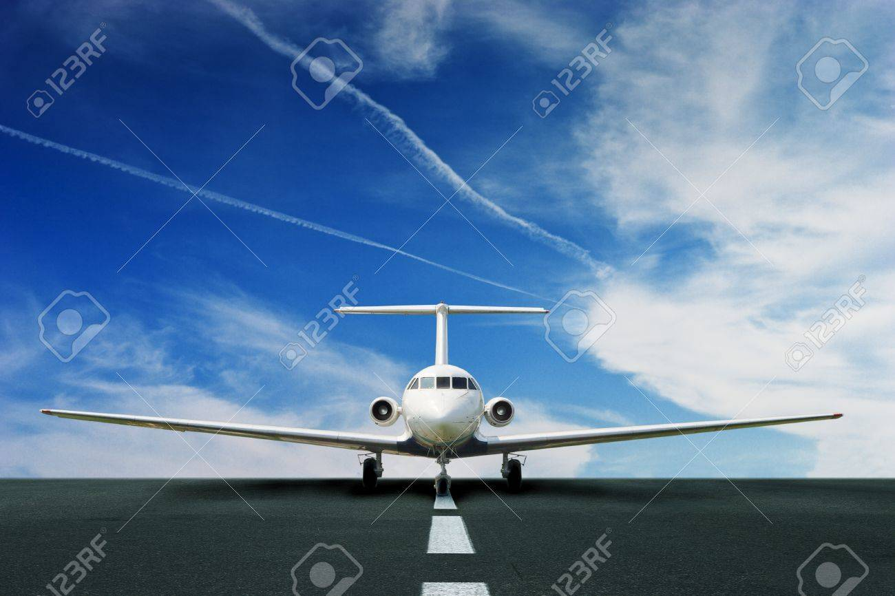 Commercial airliner on running stripe Stock Photo - 15408309