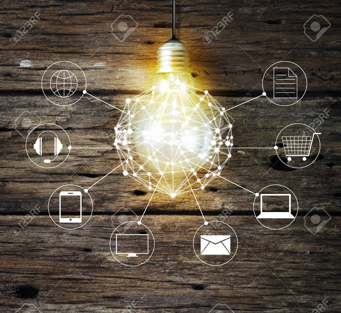 Light bulb circle global and icon customer network connection on wooden background, Omni Channel or Multi channel Standard-Bild - 60007103