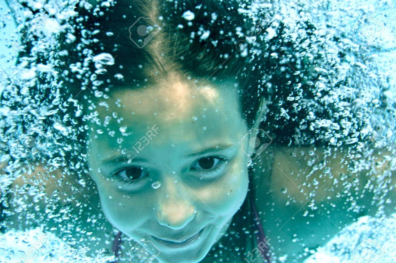 underwater girl in swimming pool - 9679791