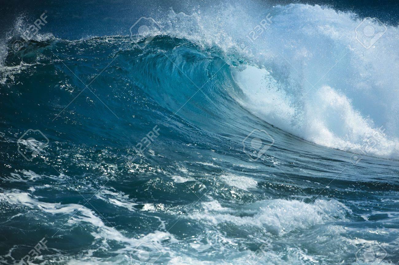Ocean wave - 10487795