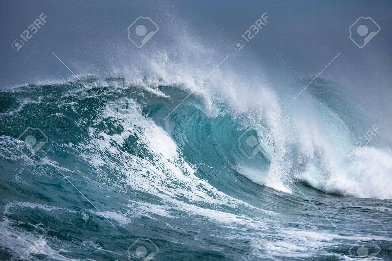 Ocean wave - 10487801
