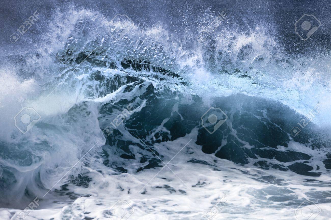 Ocean wave - 14417687