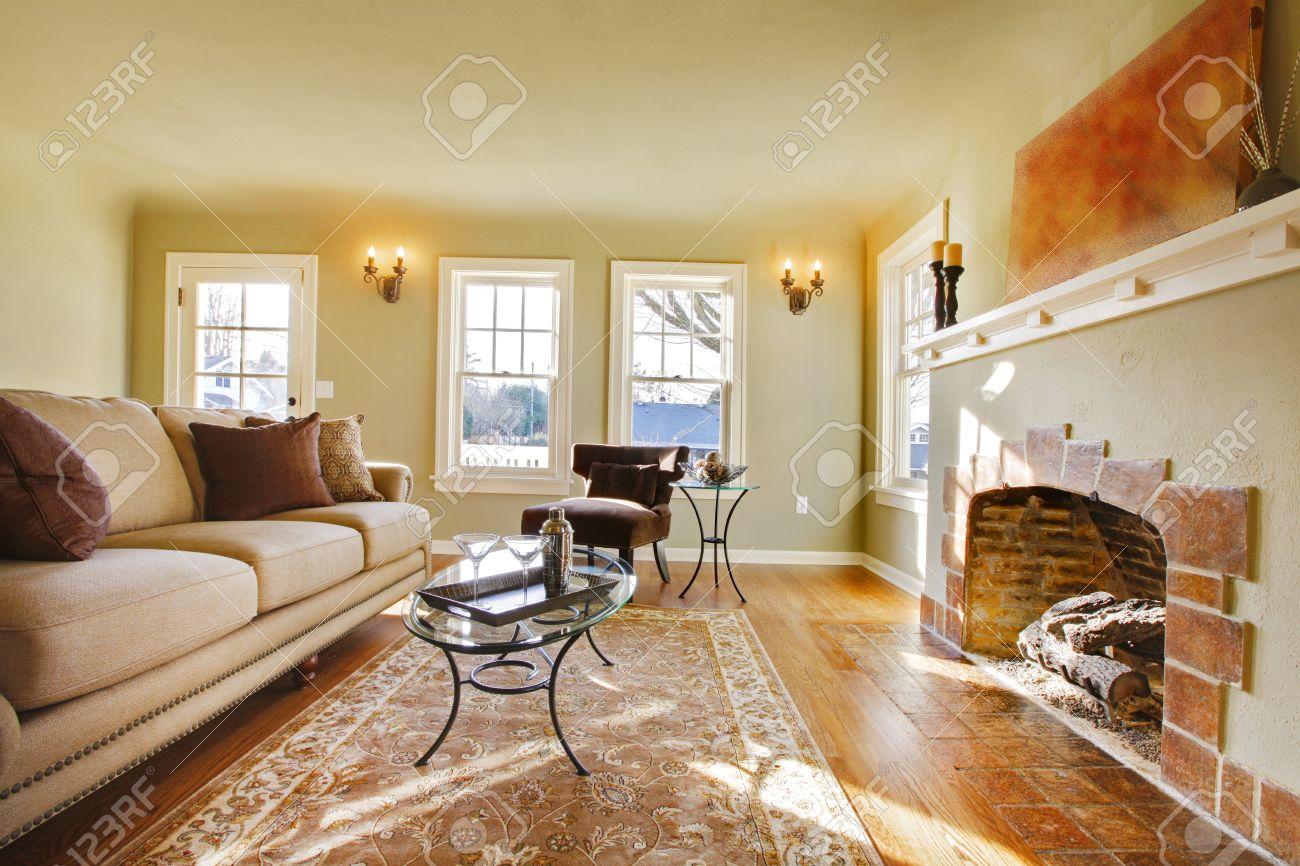 pareti verdi, toni beige e accogliente camera in stile artigiano ... - Soggiorno Pareti Verdi 2