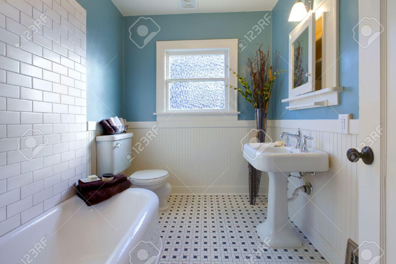 Luxe Badkamer In Een Oud Huis In Tacoma, WA Royalty-Vrije Foto ...