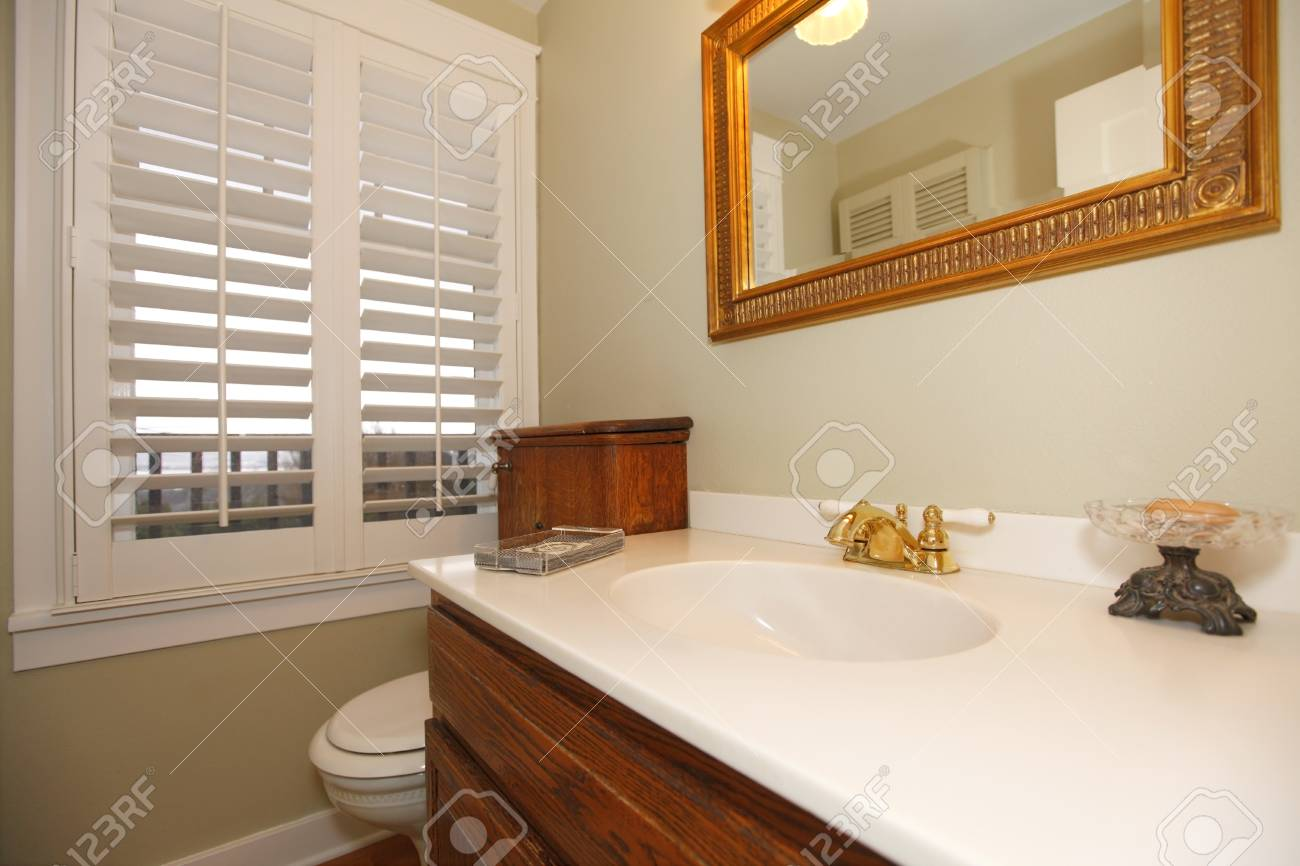 Bathroom with white sink. Stock Photo - 12295420