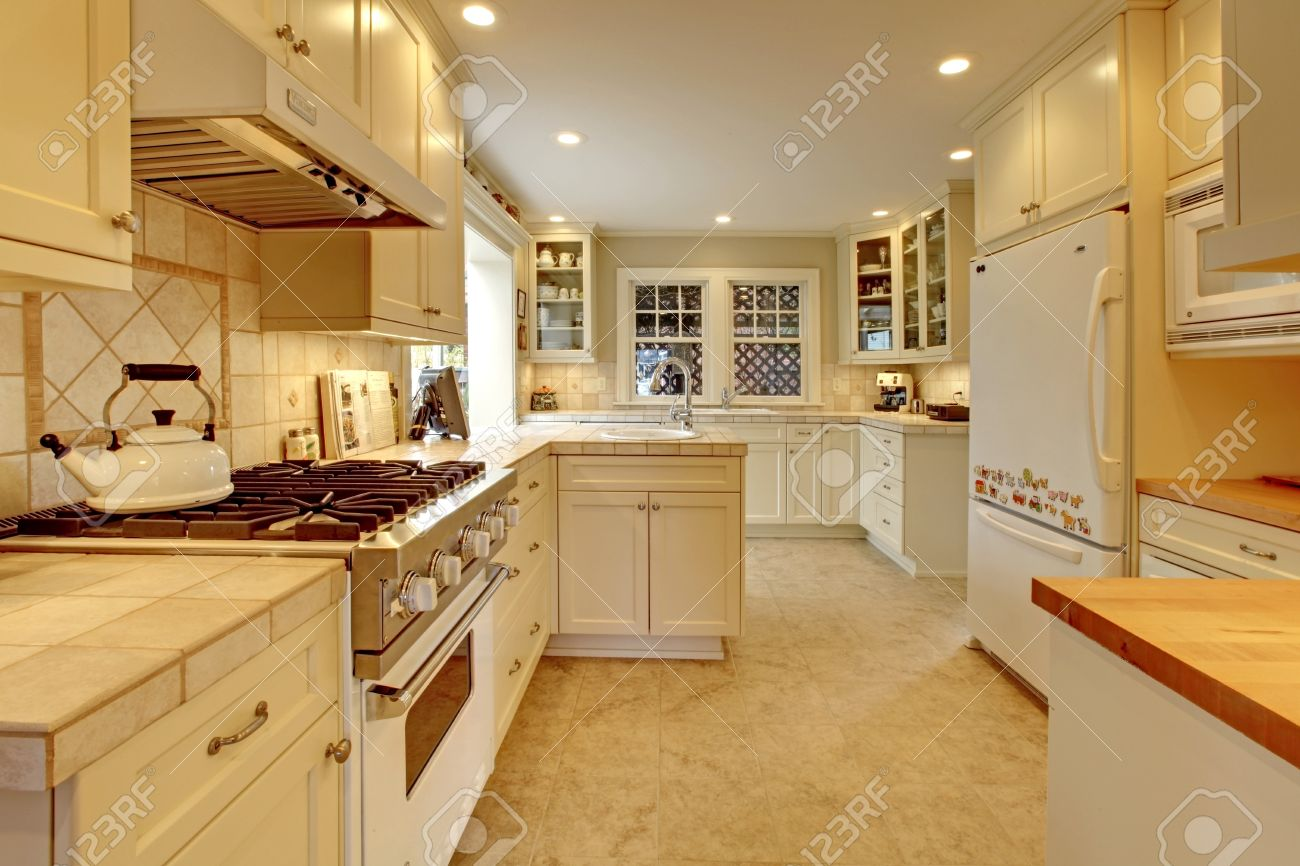 Yellow cream white luxury kitchen Stock Photo - 12311970