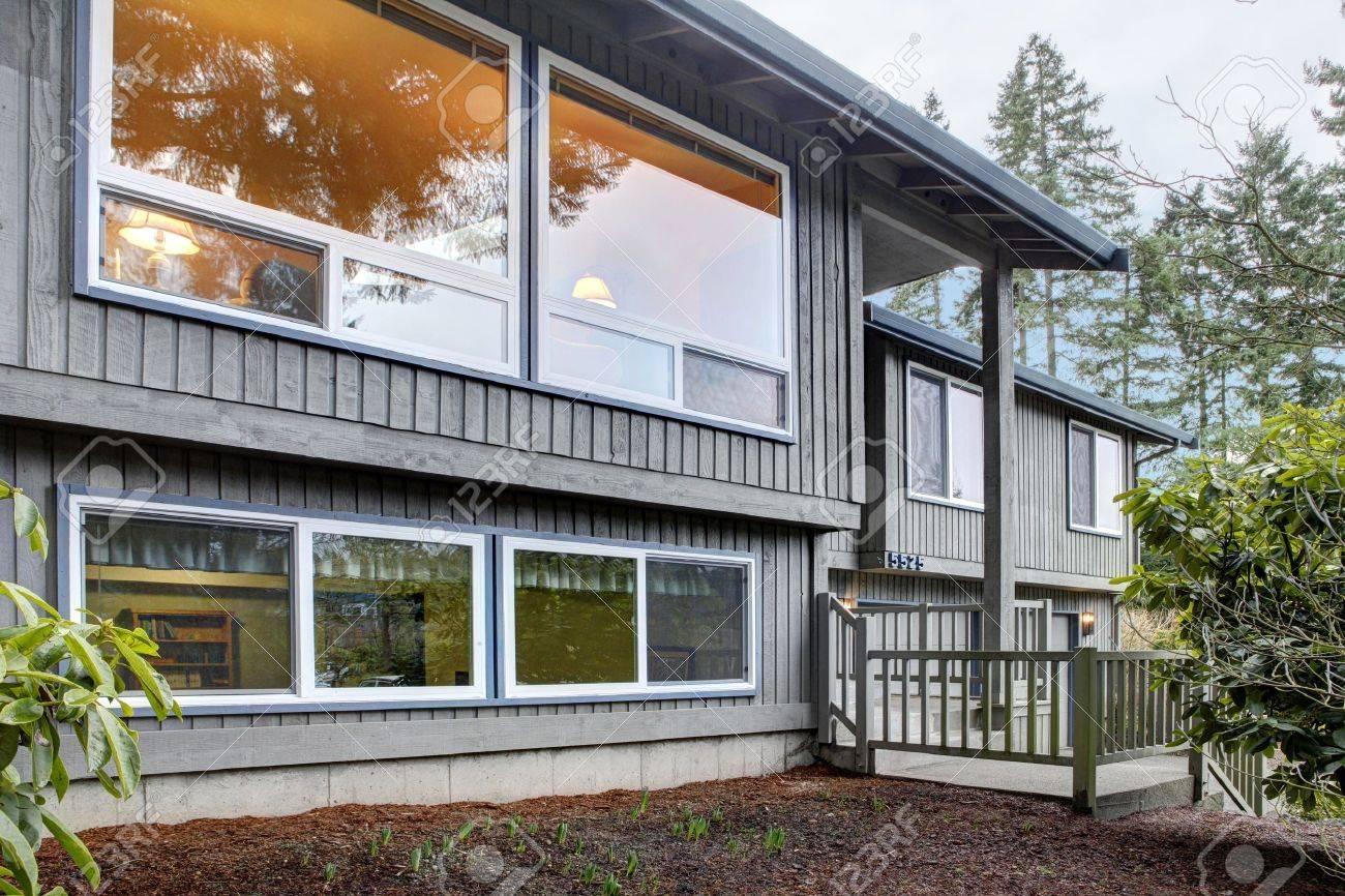 Simple American split level house exterior. Stock Photo - 12621209