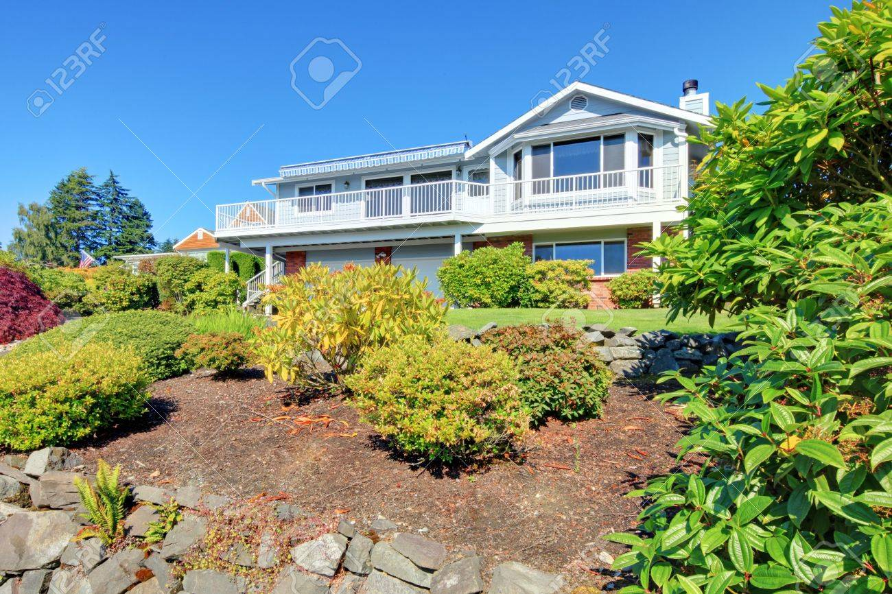 Nice simple American two story house with drive way. Stock Photo - 12621336