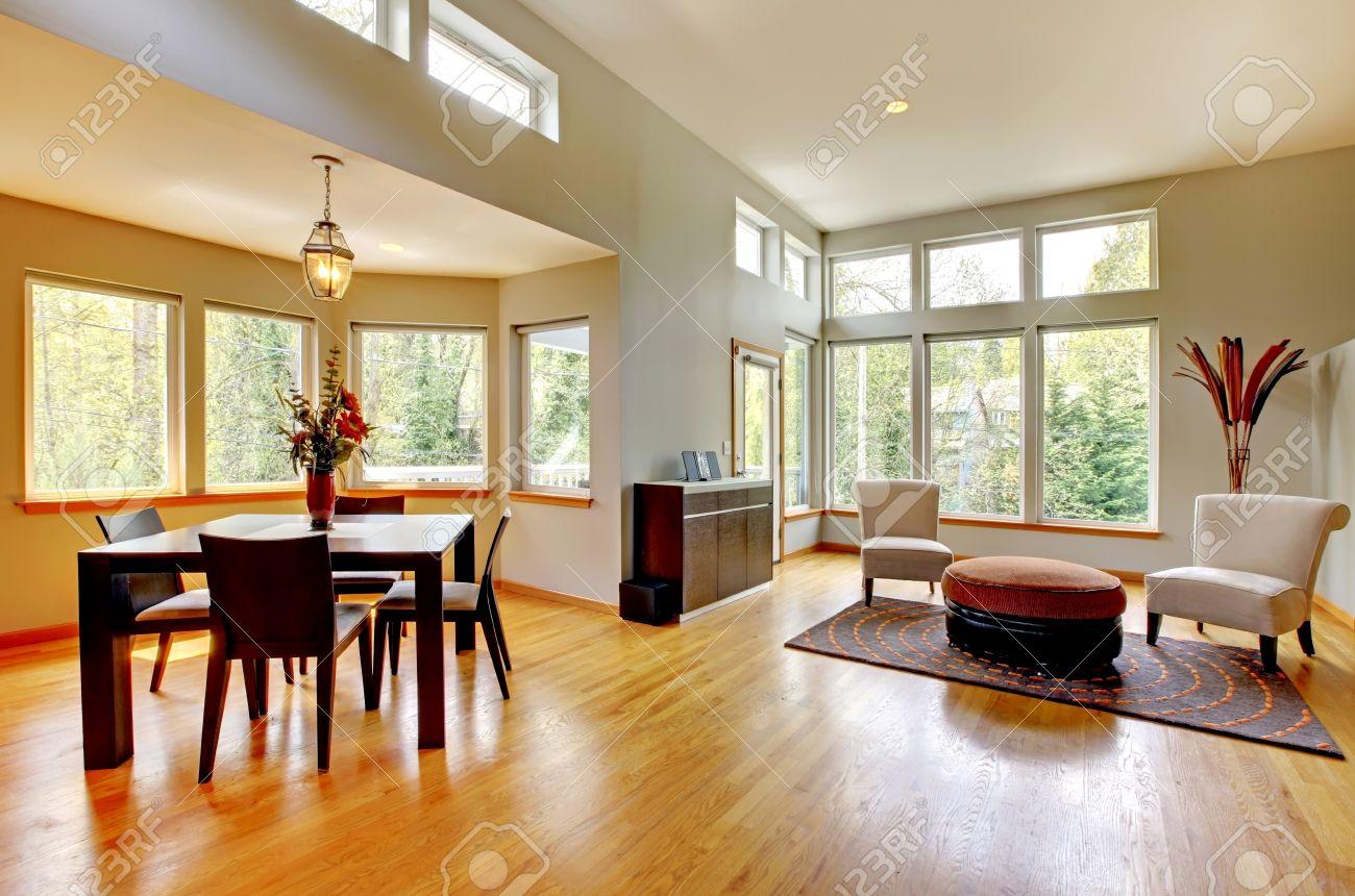 Fantastische moderne woonkamer interieur. eetkamer. grote groene ...