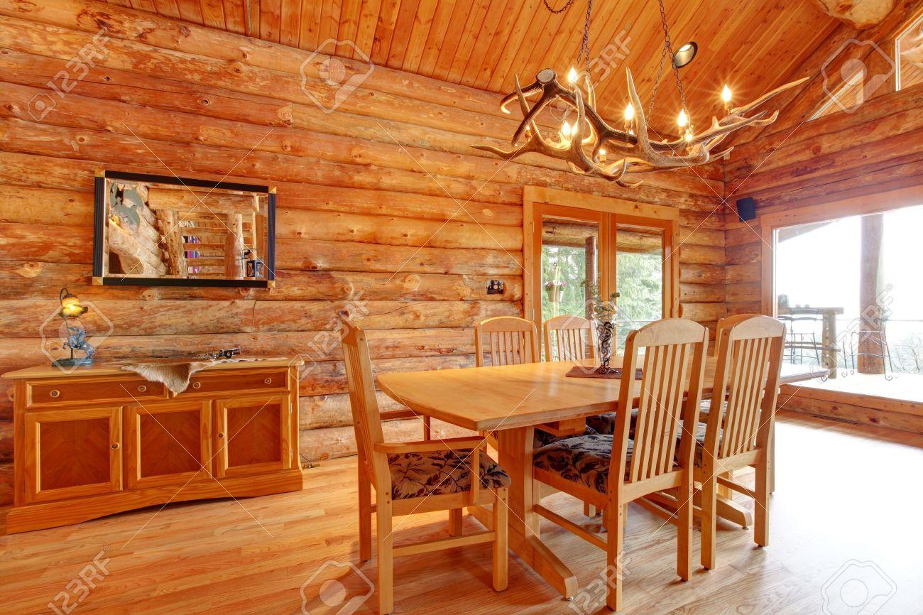 Entrar Comedor Interior De La Cabina Habitación Con Muebles A Medida ...