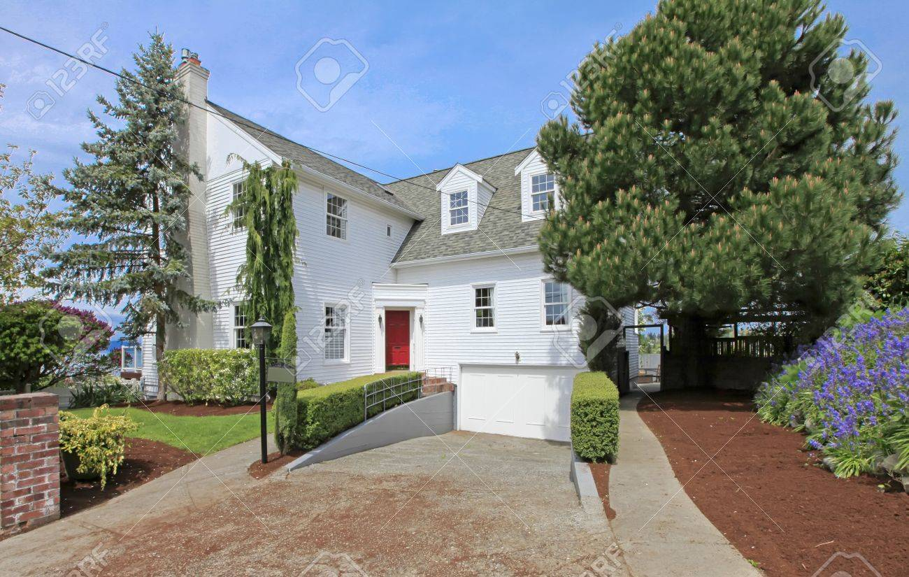 Luxury large white classic American house front exterior. Stock Photo - 13888951