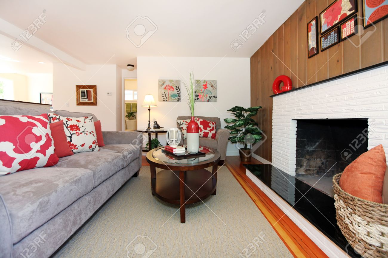 Beautiful cozy living room with hardwood floor and fireplace. Stock Photo - 14032751