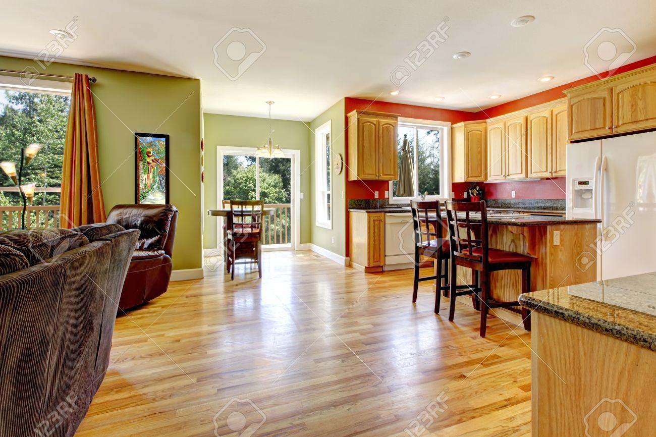 Wohnzimmer Wand Holz ~ Küche mit gelbem holz fußboden und wand in der nähe grüne wohnzimmer