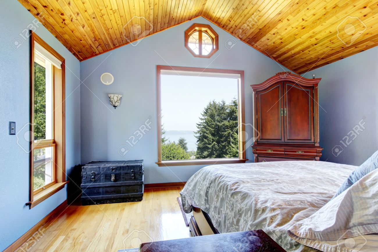 Blue Bedroom With Wood Ceiling And Bed, Large Windows Interior Imagens    14615111