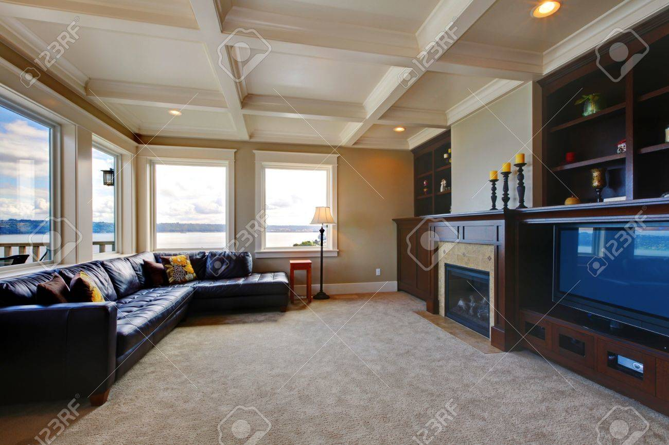 Large Luxury Living Room Wth Tv Water View And Shelves Stock