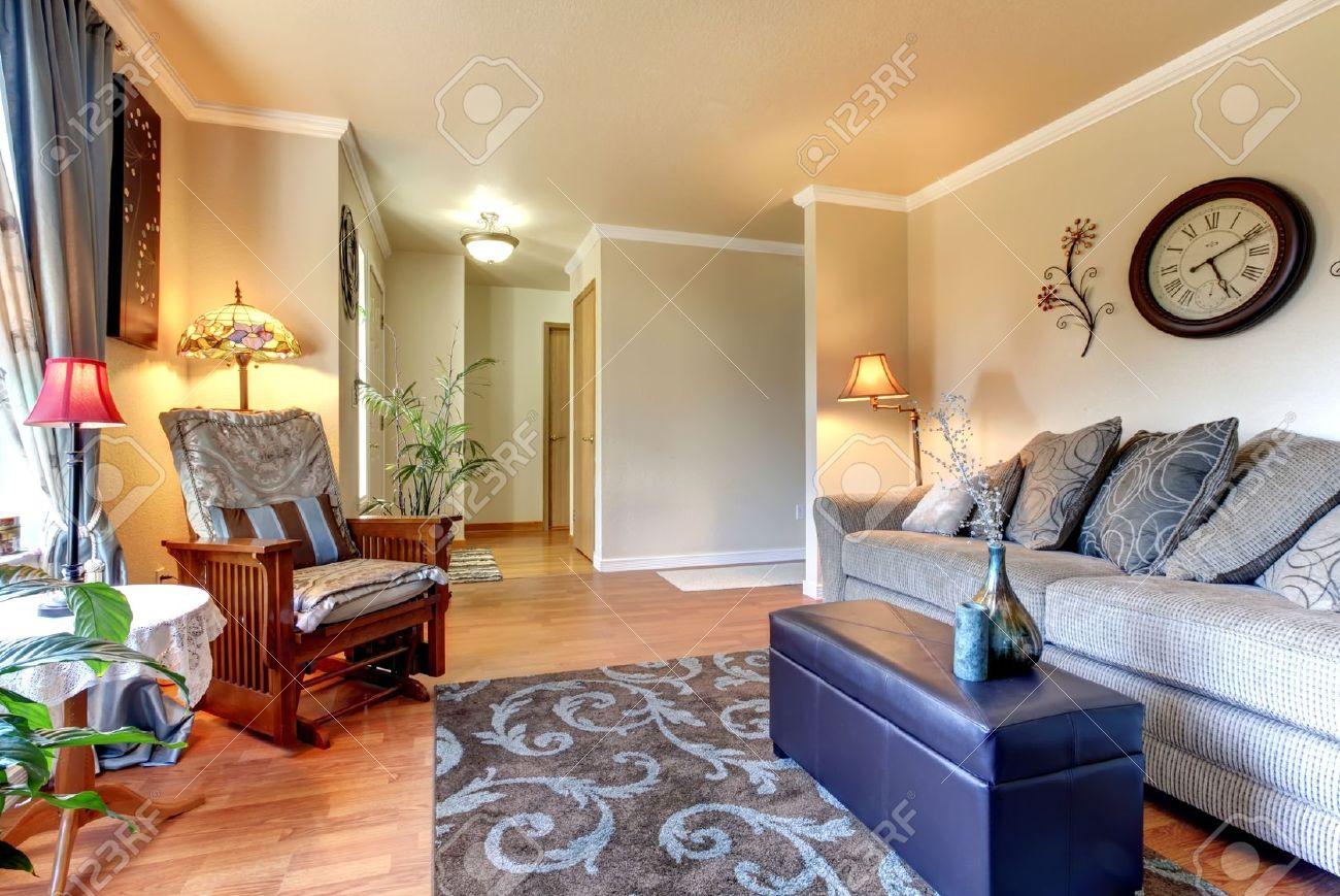 Elegant And Simple Classic Living Room Interior Design With Beige