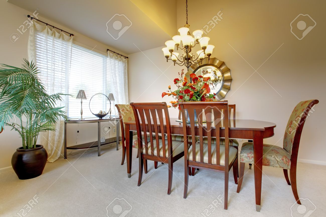 Golden dining room with elegant classic furniture. Stock Photo - 15783872