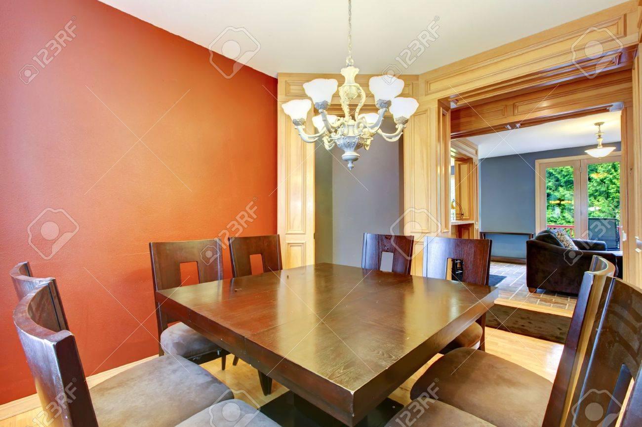 Salle A Manger En Table En Bois Rouge Et Bleu Et Grand