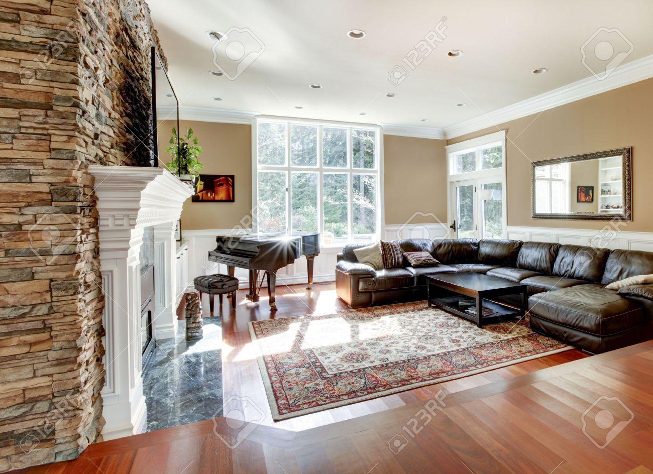 bright luxury living room with stone fireplace and cherry hardwood rh 123rf com