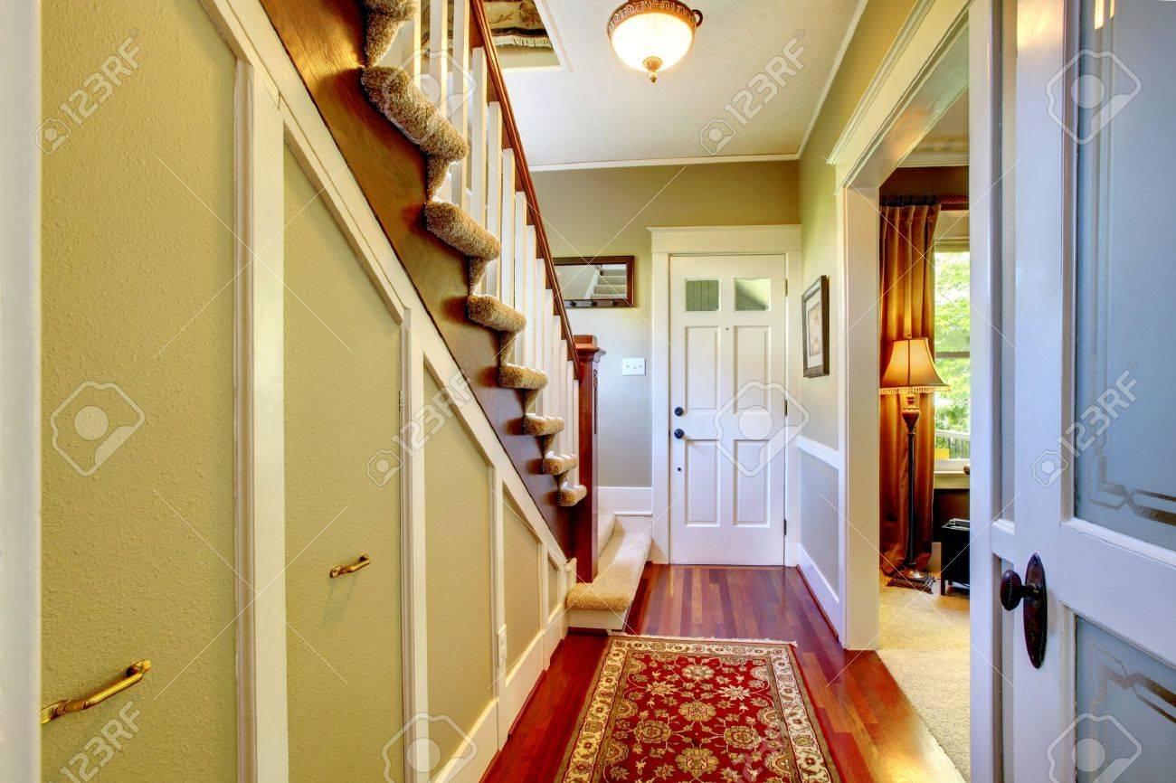 Couloir Décor à La Maison Avec Classsic Porte D\'entrée. Banque D ...