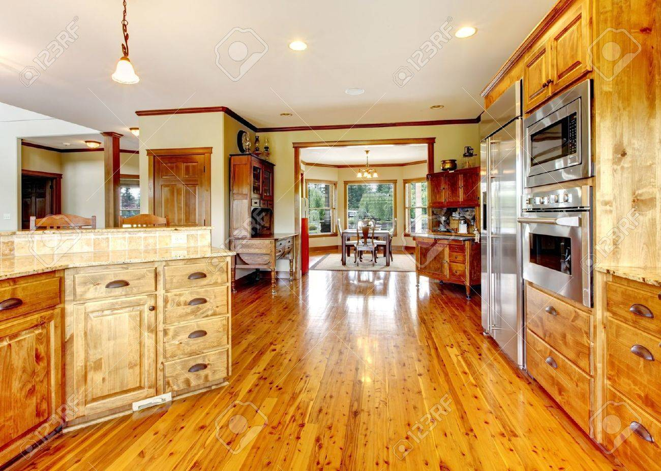 lujo de casas de madera interior de la cocina new american farm casa foto