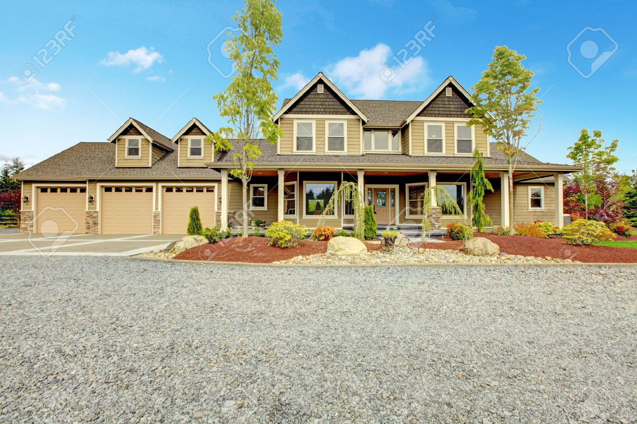 Large farm country house with gravel driveway and green landscape. - 17848845