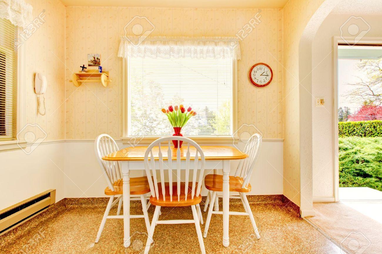 Blanc Vieille Intérieur Petite Cuisine Dans La Maison Américaine ...