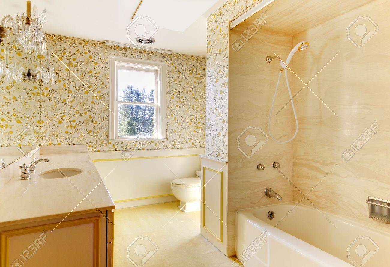 Old American House Bathroom With Wallpaper And Shower Tub Stock Photo