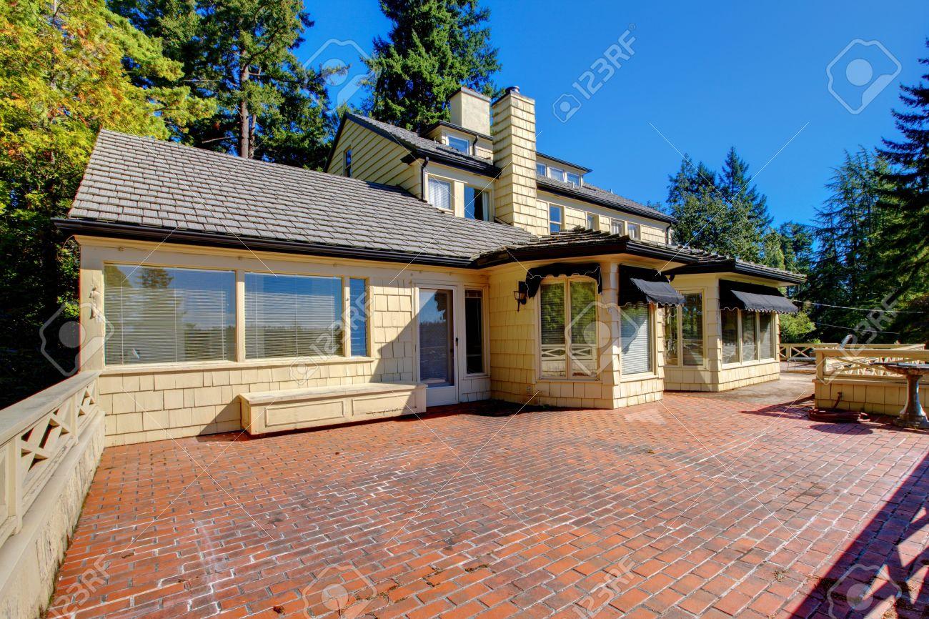 Favori Maison Extérieur Balcon Terrasse Avec Sol En Briques. Banque D  AQ75