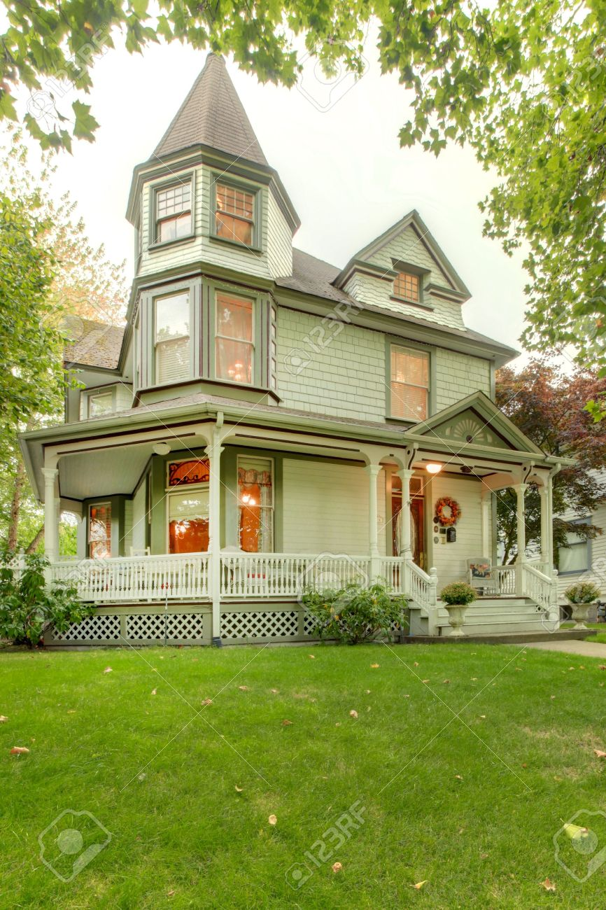 Schöne Historische Graue Amerikanische Haus Außen Mit Veranda Und