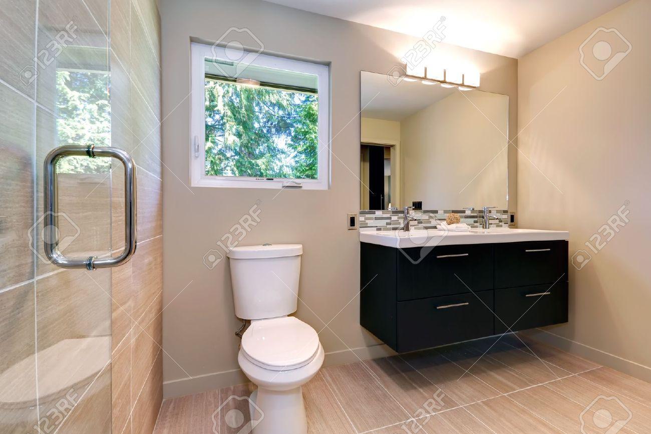 new einfache, moderne badezimmer mit doppelwaschbecken und, Hause ideen