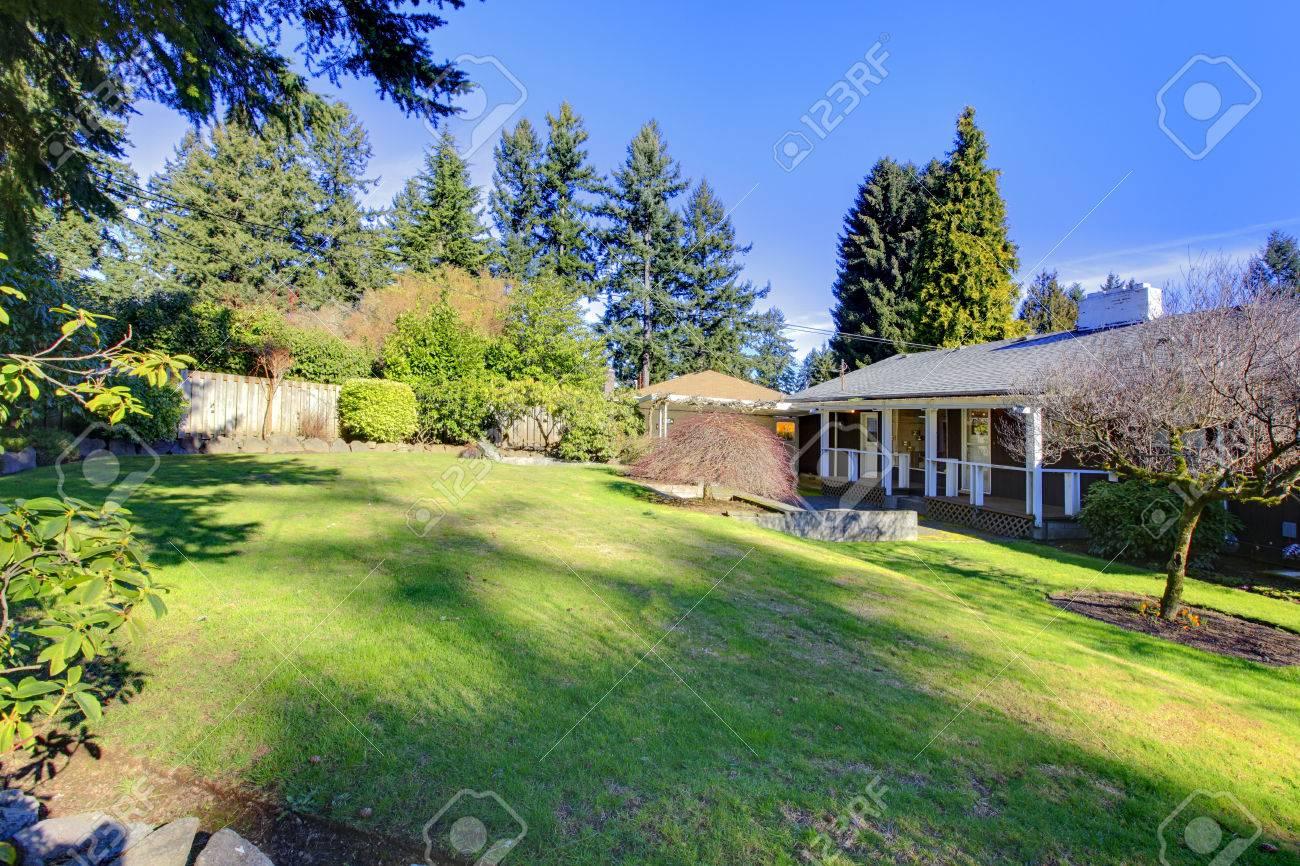 Bonita Casa Clásica De Un Piso Con Jardín