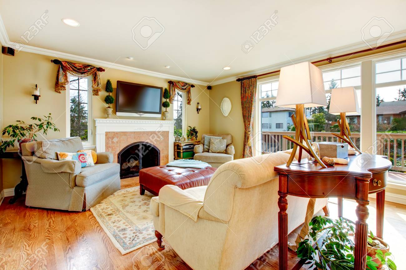 Faszinierend Rustikale Möbel Dekoration Von Großes Wohnzimmer Mit Raumhohen Fenstern, Parkett, Möbel