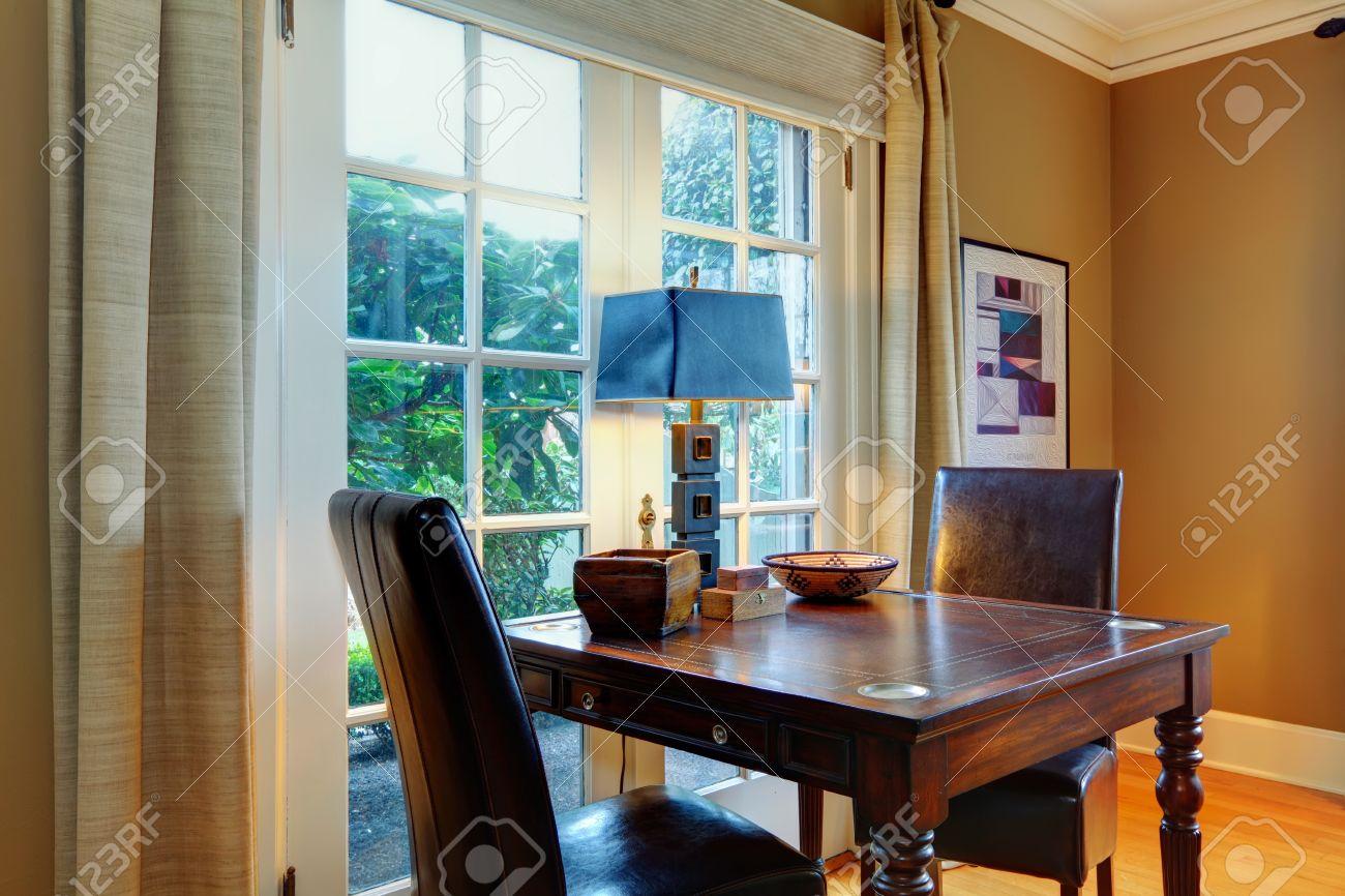 Het grote ontwerp idee voor de woonkamer. khaki muren, olijf ...