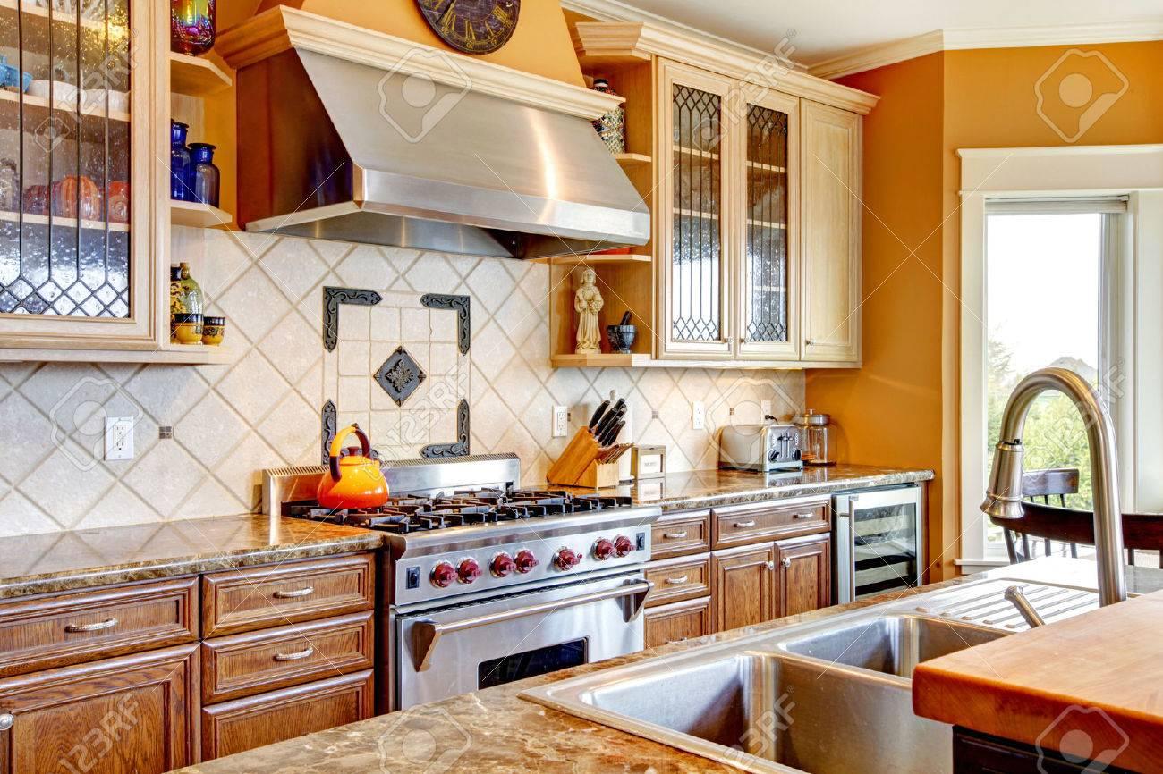 Yellow Kitchen Backsplash Yellow Tones Kitchen With Tile Decorated Backsplash Kitchen