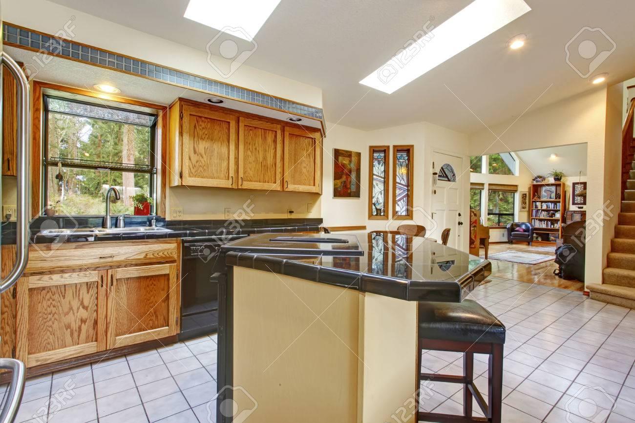 Helle Hohen, Gewölbten Decke Küche Mit Speiseraum Und Wohnzimmer ...