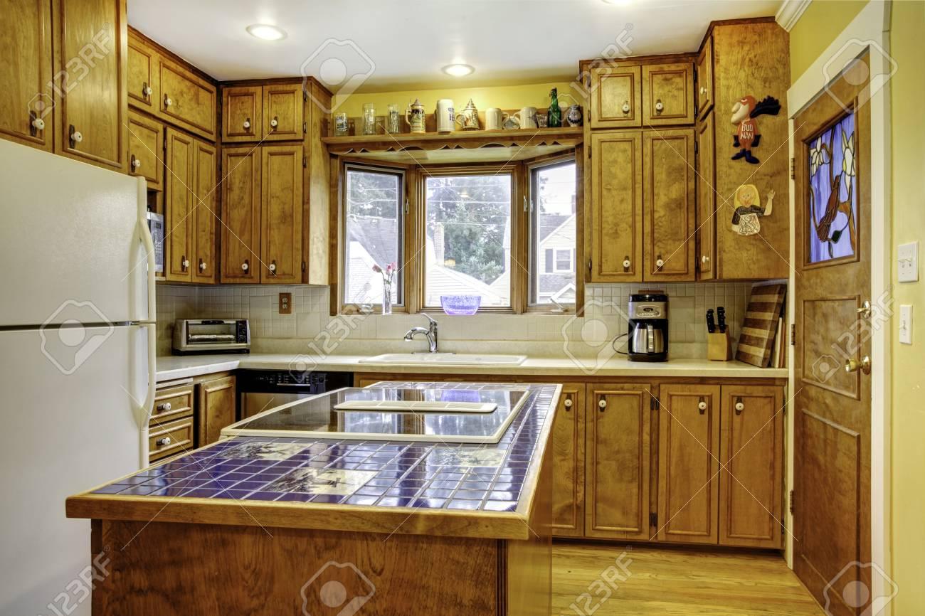 Kühlschrank Kombination : Helle küche mit rustikalen holzlager kombination und weißen