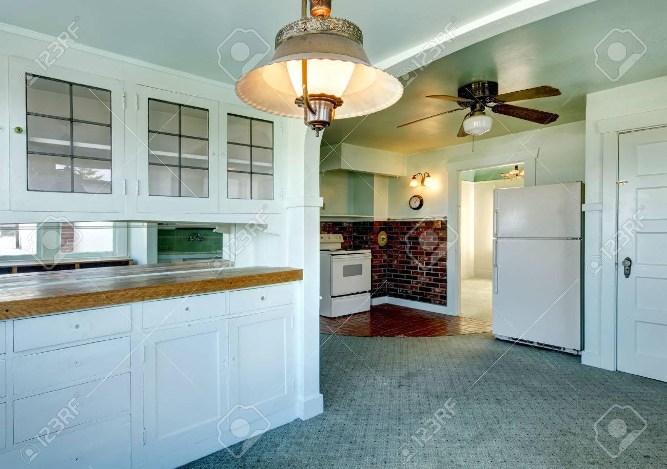 Hellblau Und Grun Kuche Zimmer Mit Teppichboden Und Fliesen