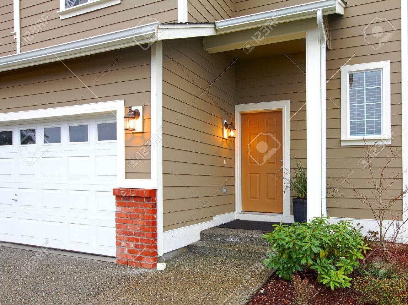 Garage Bilder view ot the entrance orange door and garage form a walkway royalty