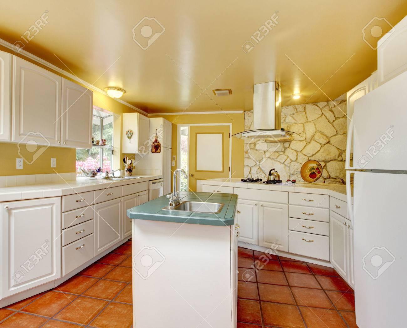 Camera Cucina Parete D\'Avorio Addebbitato Combinazione Di ...