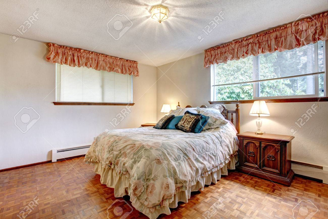 Cozy bedroom at night - Cozy Bedroom With White Walls And Hardwood Floor Furnished With Comfortable Bed Antique Wooden