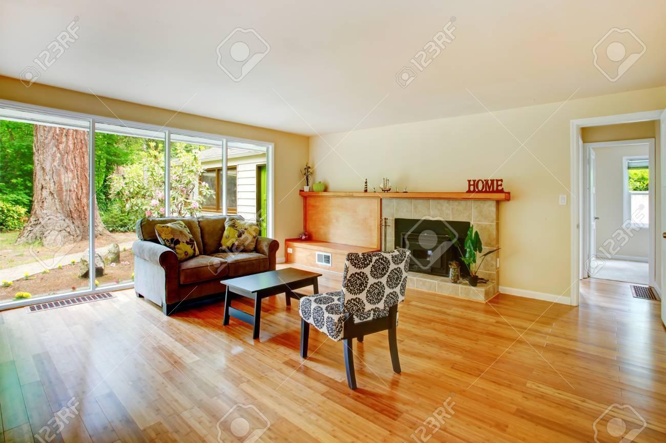 Landhaus Innen Grosses Wohnzimmer Mit Kamin Liebe Sitz Tisch Und