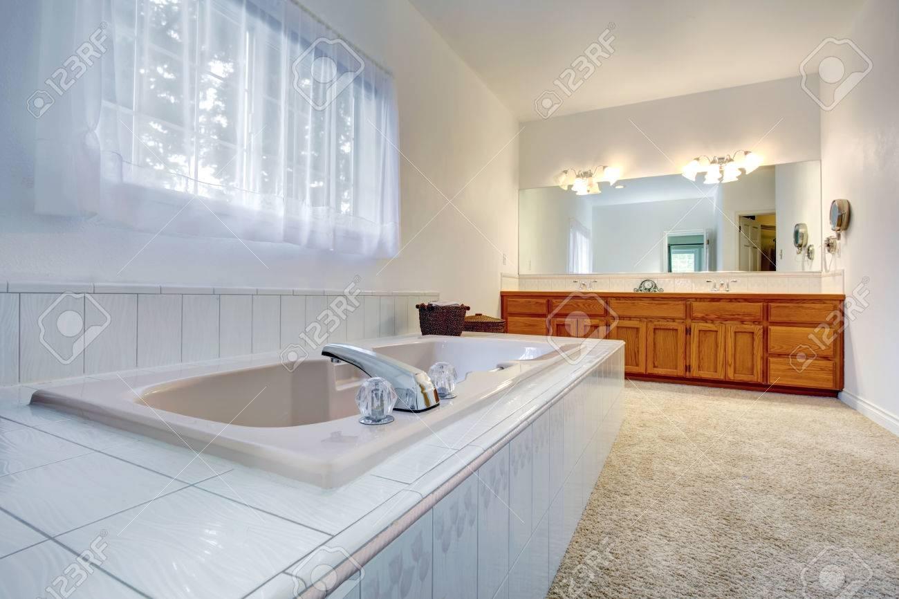 charming moquette salle de bains #2: salle de bain blanc avec de ... - Moquette Salle De Bains