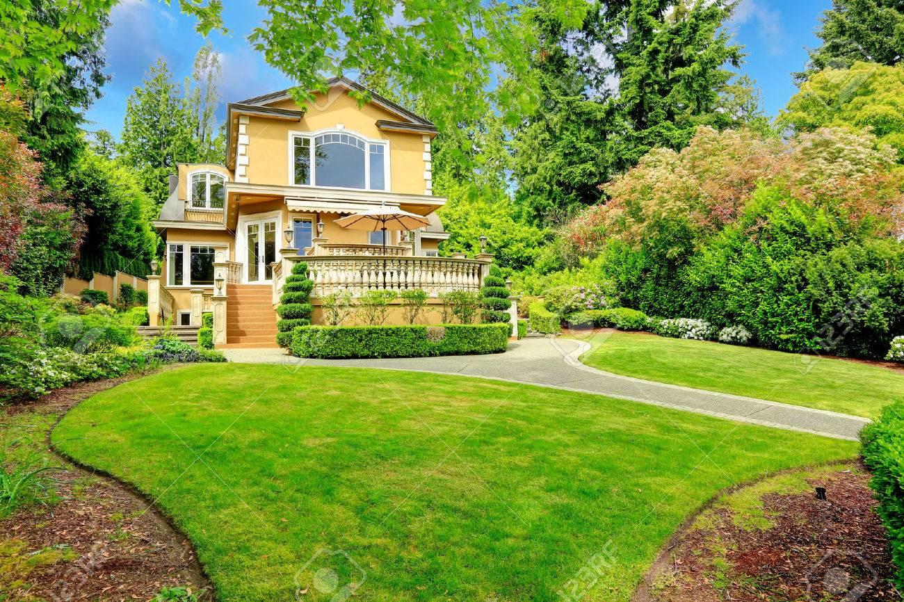 Luxury house with amazing backyard garden