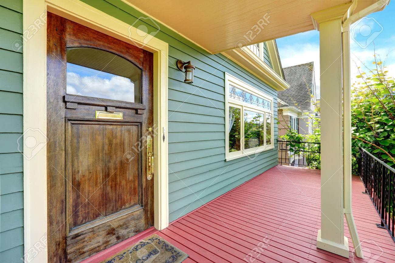 Porche D Entrée Bois porche d'entrée de la colonne avec plancher en bois rouge et