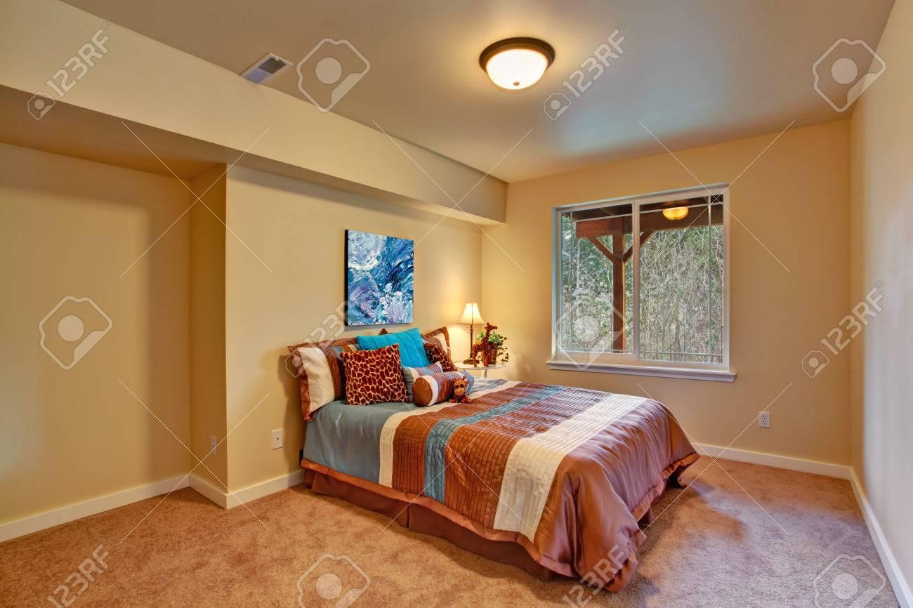 Schöne kleine schlafzimmer im afrikanischen themen ansicht der ...